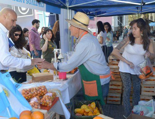 """Agroindustria promociona """"Más Frutas y Verduras"""" desde el centro porteño"""